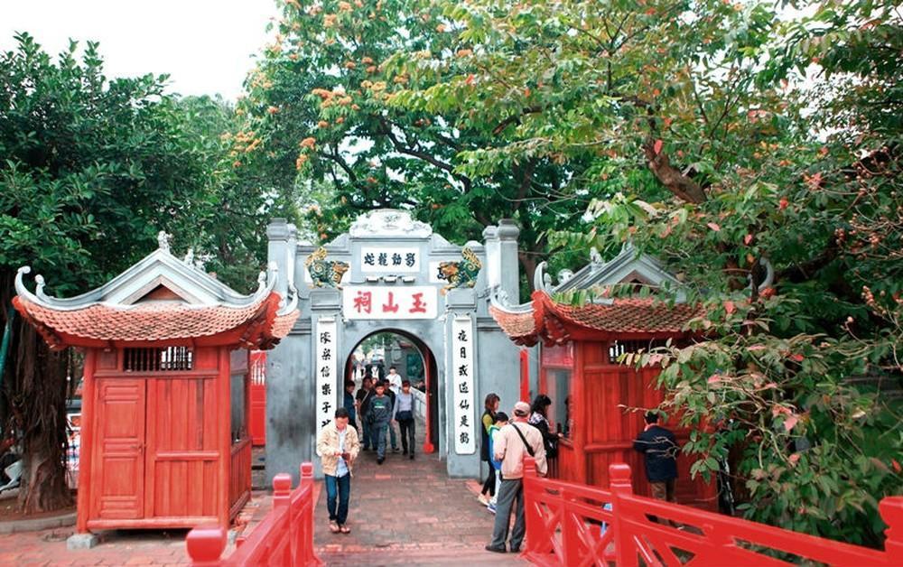 Đền Ngọc Sơn là ngôi đền thiêng liêng nhất